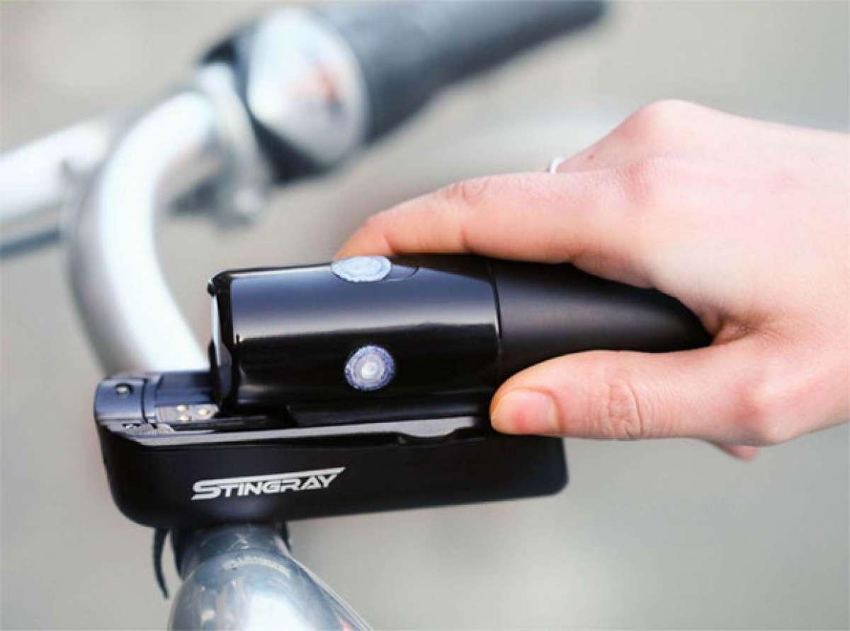 Stingray, una luz delantera con alarma integrada para bicicletas