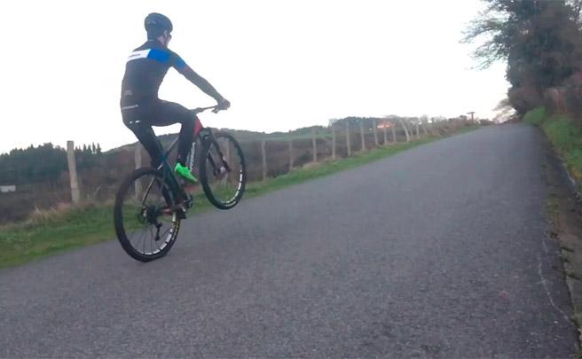 Aprendiendo técnicas de Mountain Bike con Markel Uriarte: el caballito