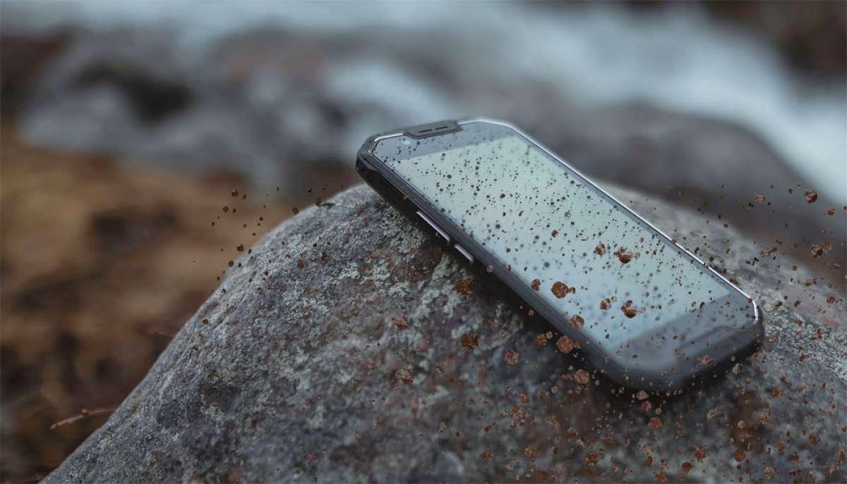 """Teléfonos móviles """"rugerizados"""", la mejor opción para salir a rodar sin miedo por el monte"""