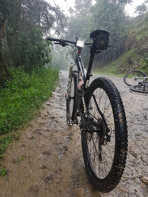"""La foto del día en TodoMountainBike: """"Día de lluvia en Tibacuy"""""""