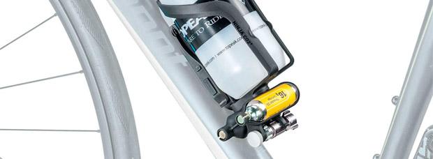 Topeak Ninja CO2+, un portabidón con desmontables, bombonas de CO2 e inflador