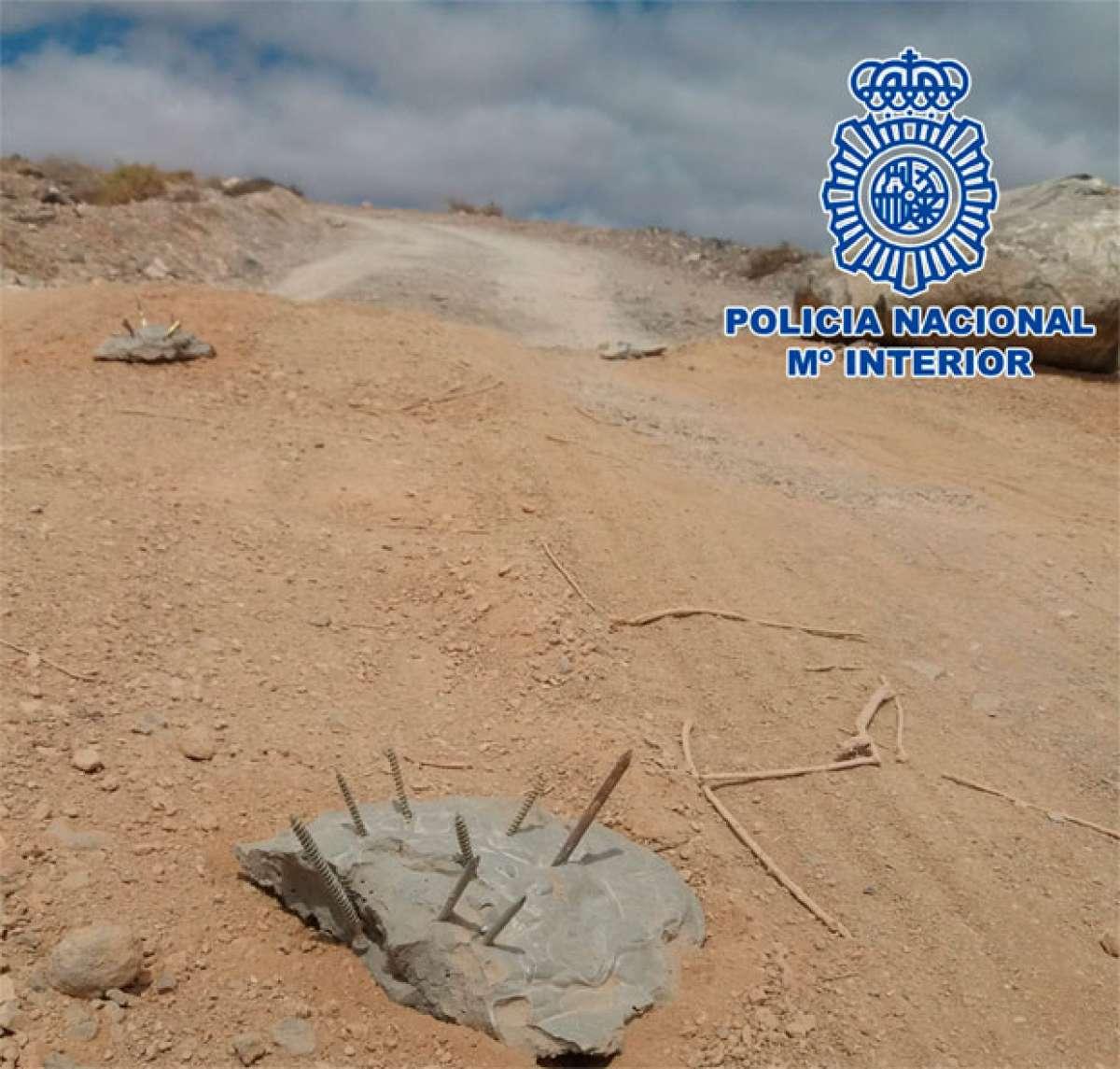 Dos mujeres de 59 y 70 años detenidas en Fuerteventura por colocar trampas con clavos en una pista de tierra