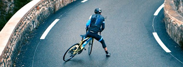 Sensacional vídeo de BeeA Energy: Nico Quéré, una bicicleta de carretera, muchos caballitos y más derrapes