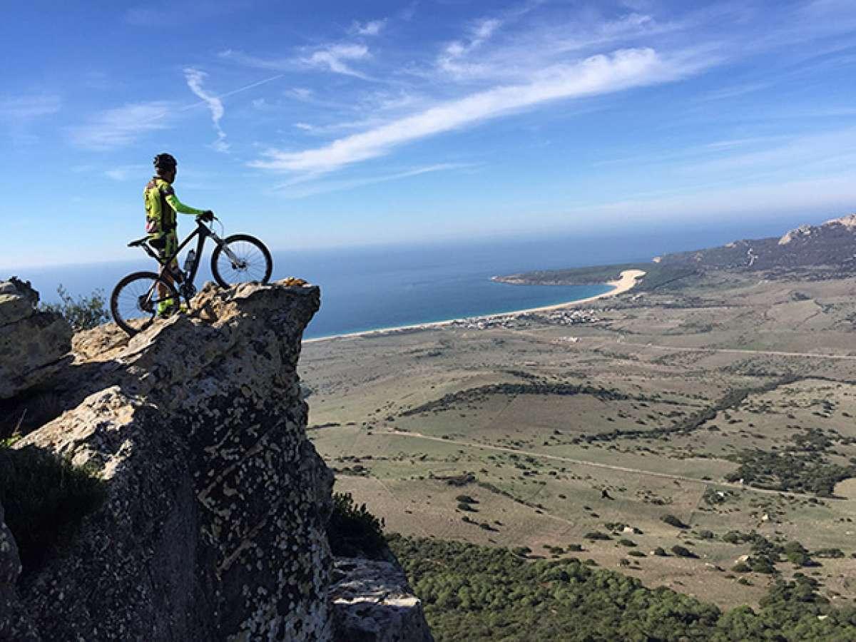 """La foto del día en TodoMountainBike: """"Con vistas a Bolonia (Cádiz)"""""""