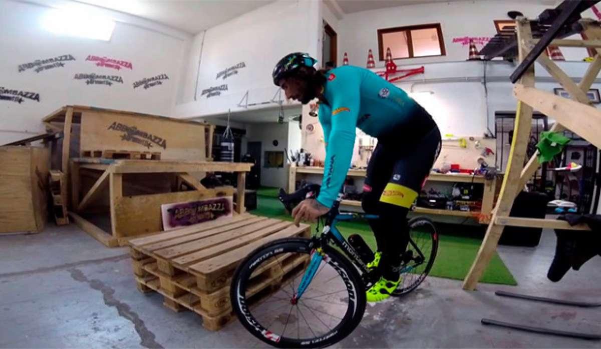 Así estrena Vittorio Brumotti unos pedales automáticos