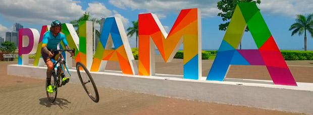 Vittorio Brumotti rodando en Panamá