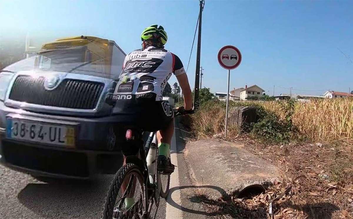 Un ciclista portugués a punto de ser arrollado por dos conductores imprudentes