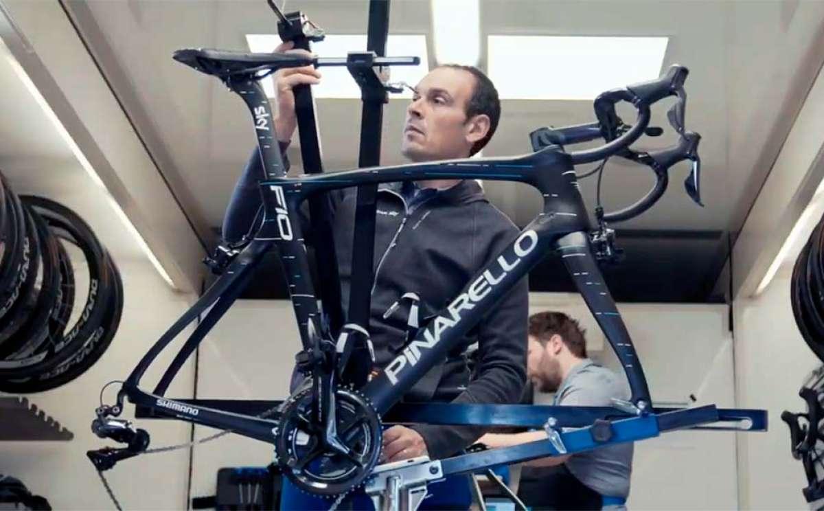 Así ajustan los mecánicos del Team Sky los sillines de las bicis de los corredores