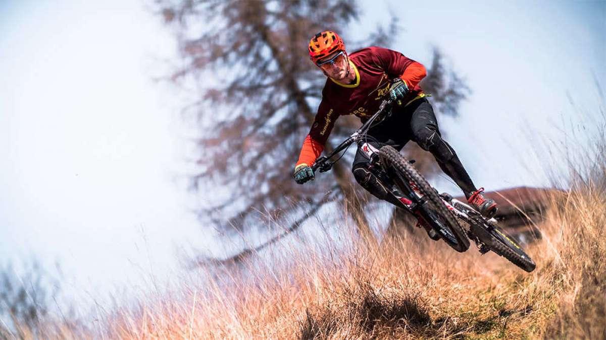 En TodoMountainBike: La altura del eje del pedalier: ¿cómo afecta al comportamiento de una bicicleta?