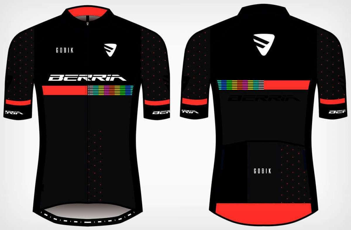 Berria Bike presenta su equipación de 2019: maillot Rocket, culotte Limited y gorra Vintage