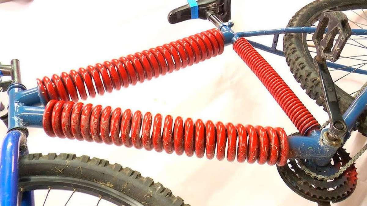 En TodoMountainBike: ¿Qué pasa cuando se sustituyen los tubos del cuadro de una bicicleta por muelles? Colin Furze lo muestra