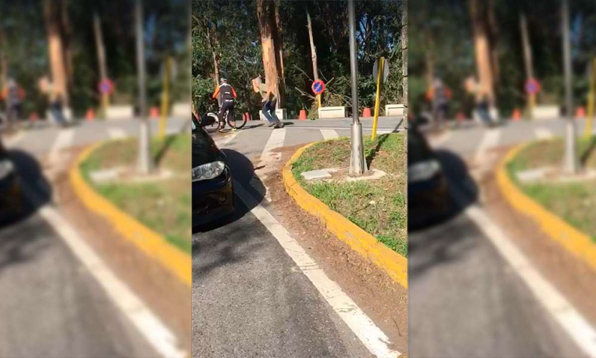 Un camionero de Pontevedra agrede a dos ciclistas con un martillo por 'interponerse en su camino'