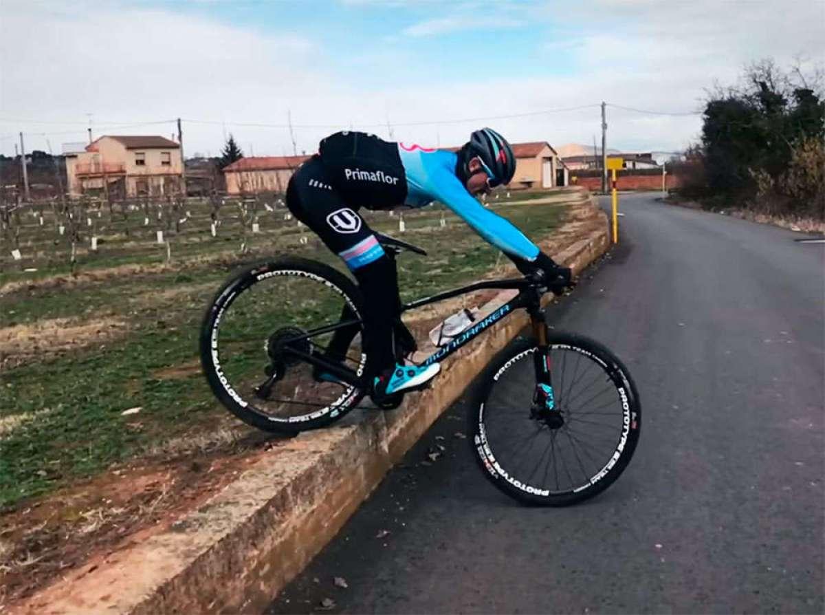¿Cómo bajar un escalón de altura importante con la bicicleta? Carlos Coloma lo explica