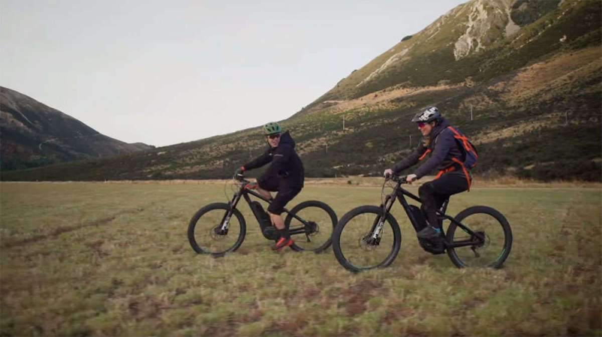 De ruta con Casey Brown, Anton Cooper y dos Trek Powerfly+