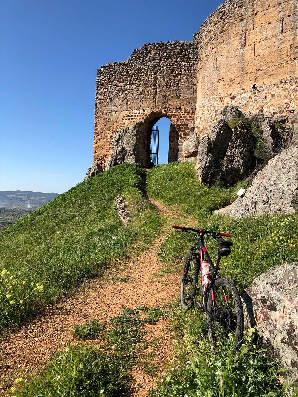 """La foto del día en TodoMountainBike: """"Castillo de Miraflores en Piedrabuena"""""""
