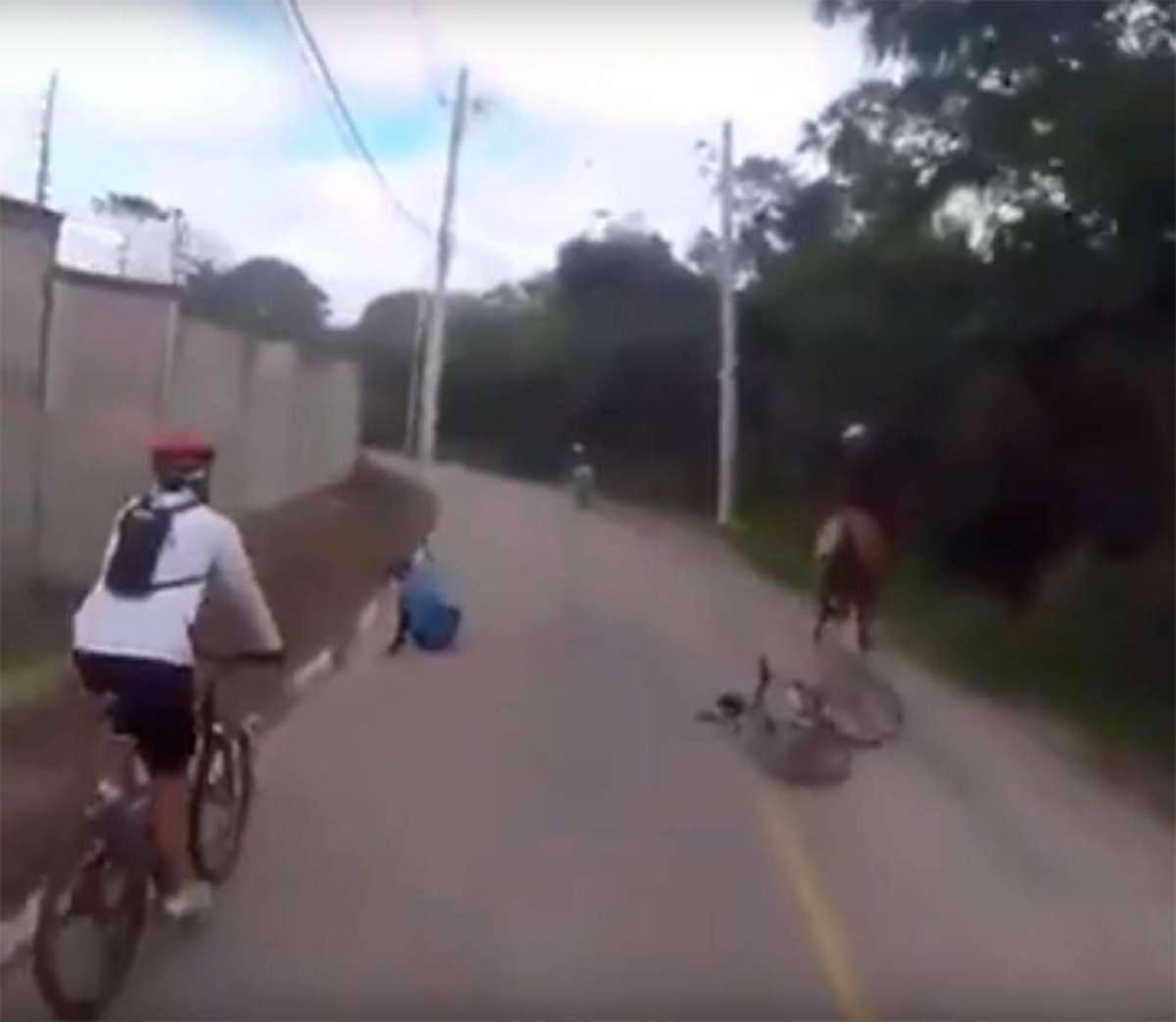 ¿Por qué los ciclistas deben dejar una buena distancia de seguridad al adelantar a un jinete con su caballo?