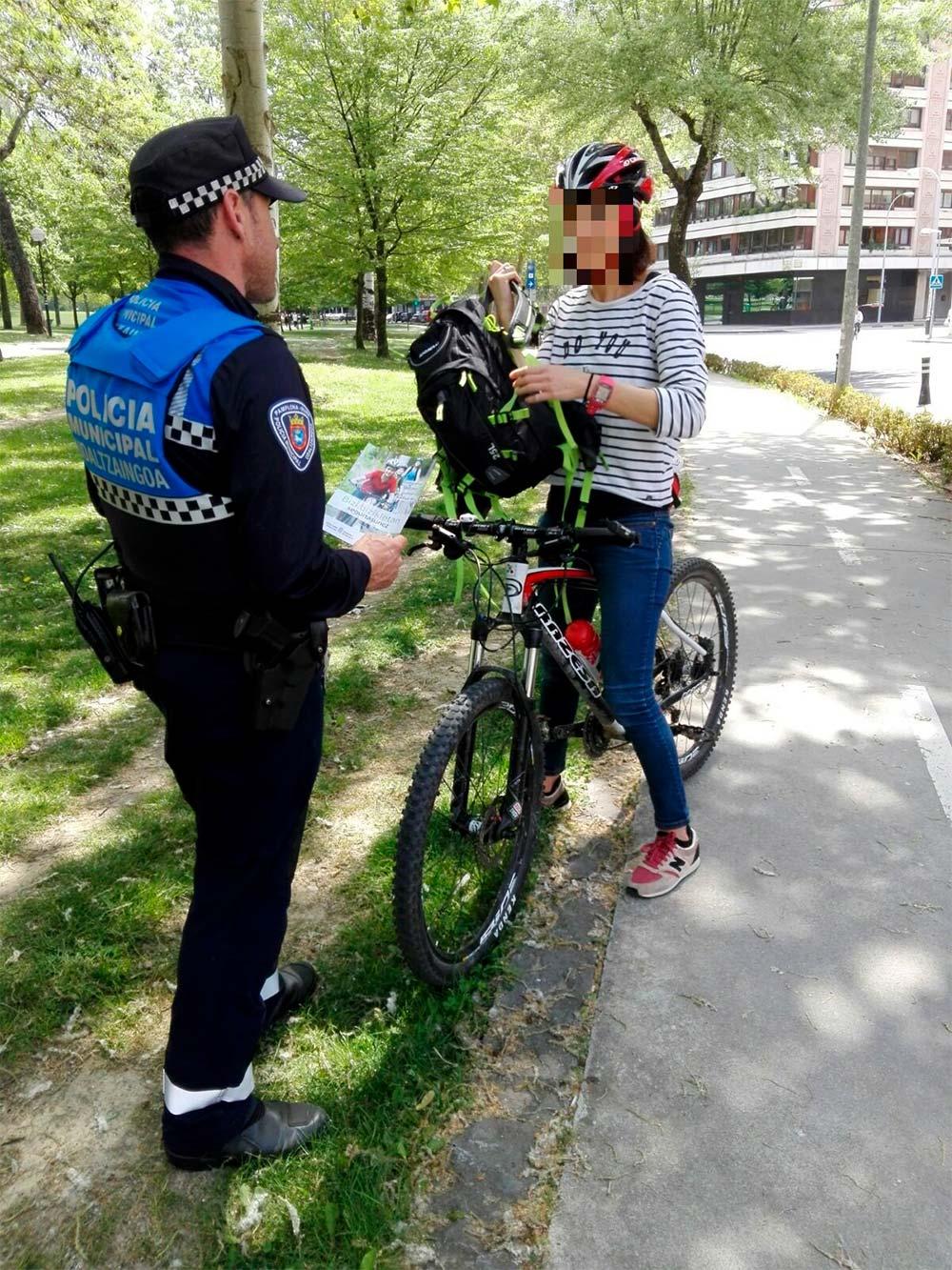 Una ciclista de Pamplona se cae de la bicicleta y le ponen una multa de 1.000 euros: triplicaba la tasa de alcohol permitida
