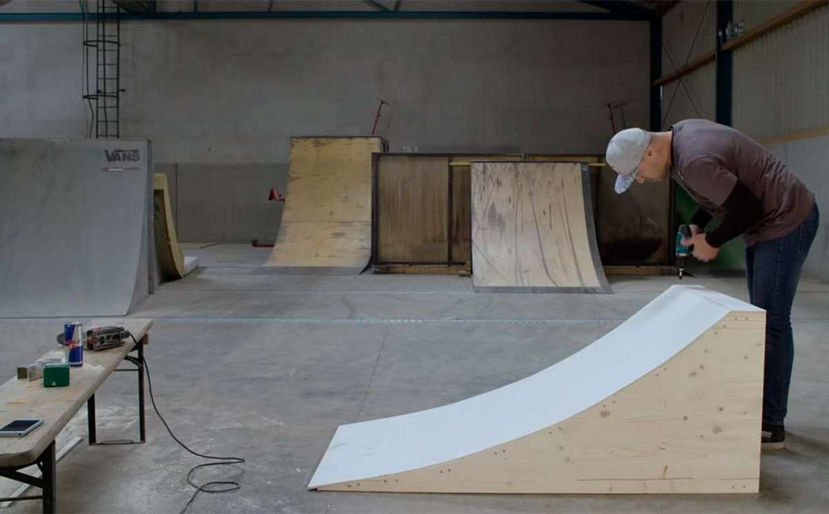 ¿Cómo construir una rampa de salto para bicicletas? Senad Grosic lo muestra