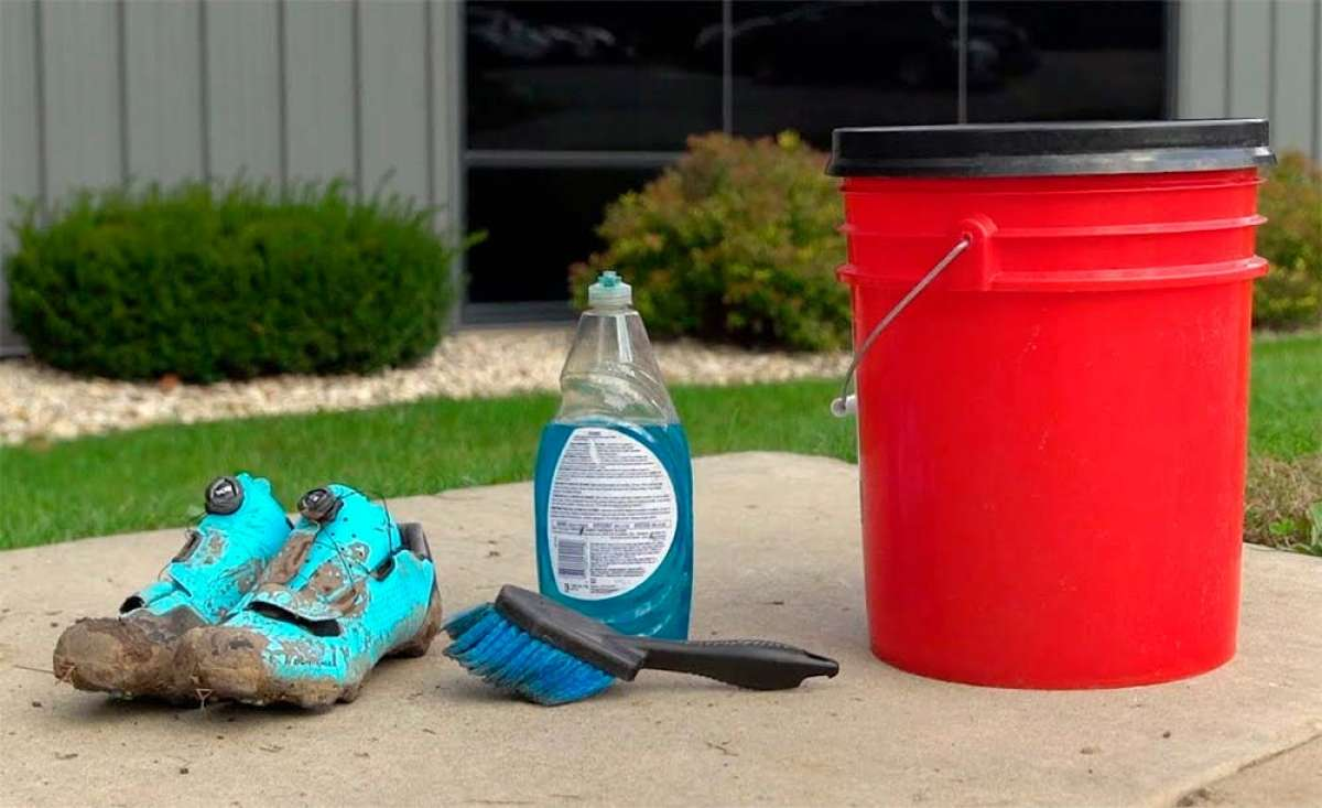 En TodoMountainBike: ¿Cómo limpiar las zapatillas de ciclismo? Trek Bikes lo explica