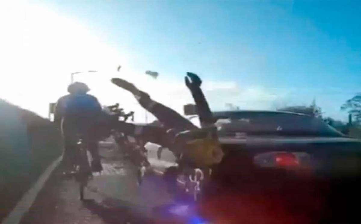 Así se vive un atropello: un conductor de 81 años arrollando a un grupo de ciclistas