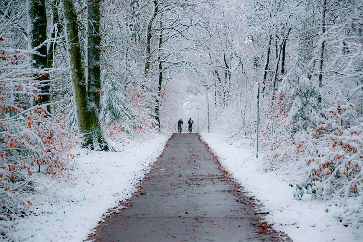 Seis buenos consejos para seguir practicando ciclismo en invierno