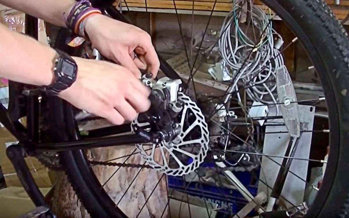 Interesante conversión de frenos V-Brake a frenos de disco en un cuadro sin soporte para la pinza
