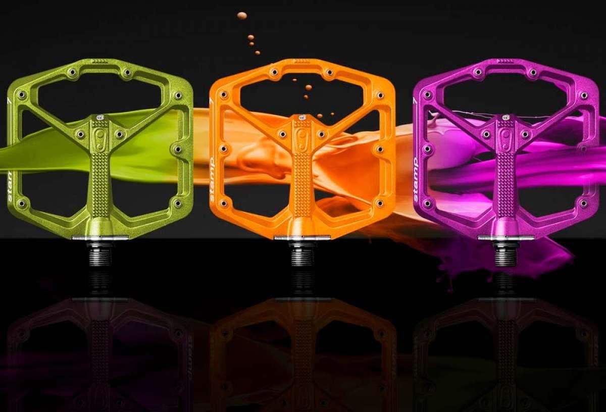Edición limitada en color naranja, verde o púrpura para los pedales Crankbrothers Stamp 7