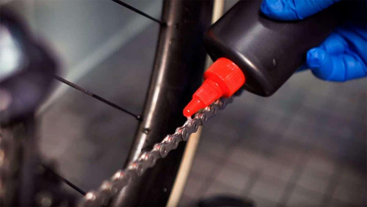 ¿Cómo limpiar y lubricar la cadena de transmisión y cuándo hacerlo? En este vídeo de Trek, las respuestas