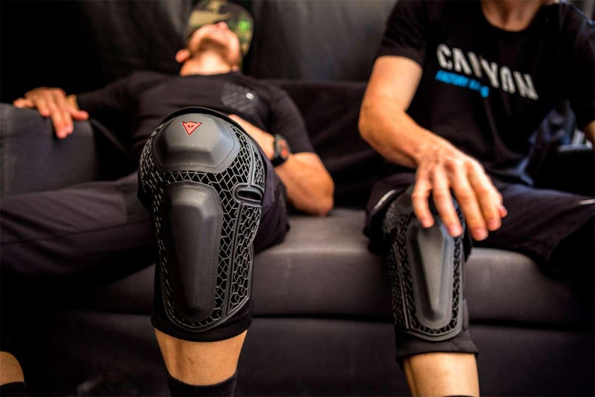 Dainese Enduro Knee Guard, una rodillera de alto rendimiento con una compleja construcción híbrida