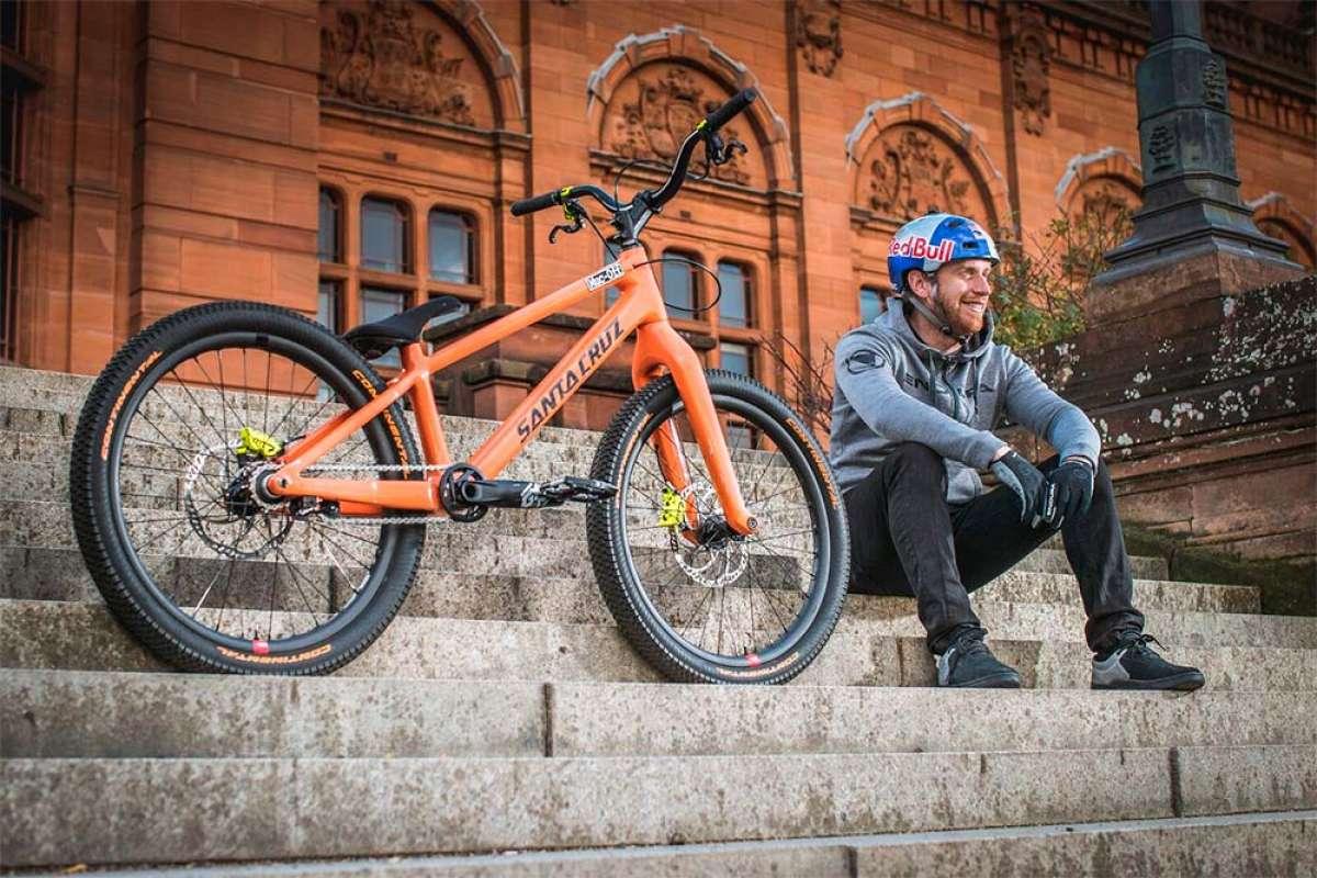 Danny MacAskill se reta a sí mismo sobre una bici de Enduro y una de Trial: ¿cuál gana?