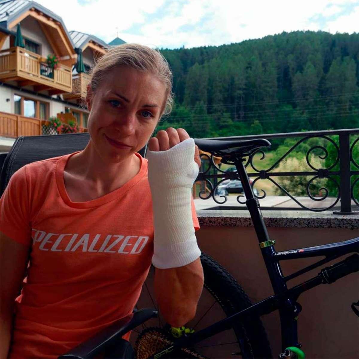 """Annika Langvad, sobre su caída en la Copa del Mundo XCO 2018 de Val di Sole: """"No me he roto nada pero, ¡cómo me duele la mano!"""""""