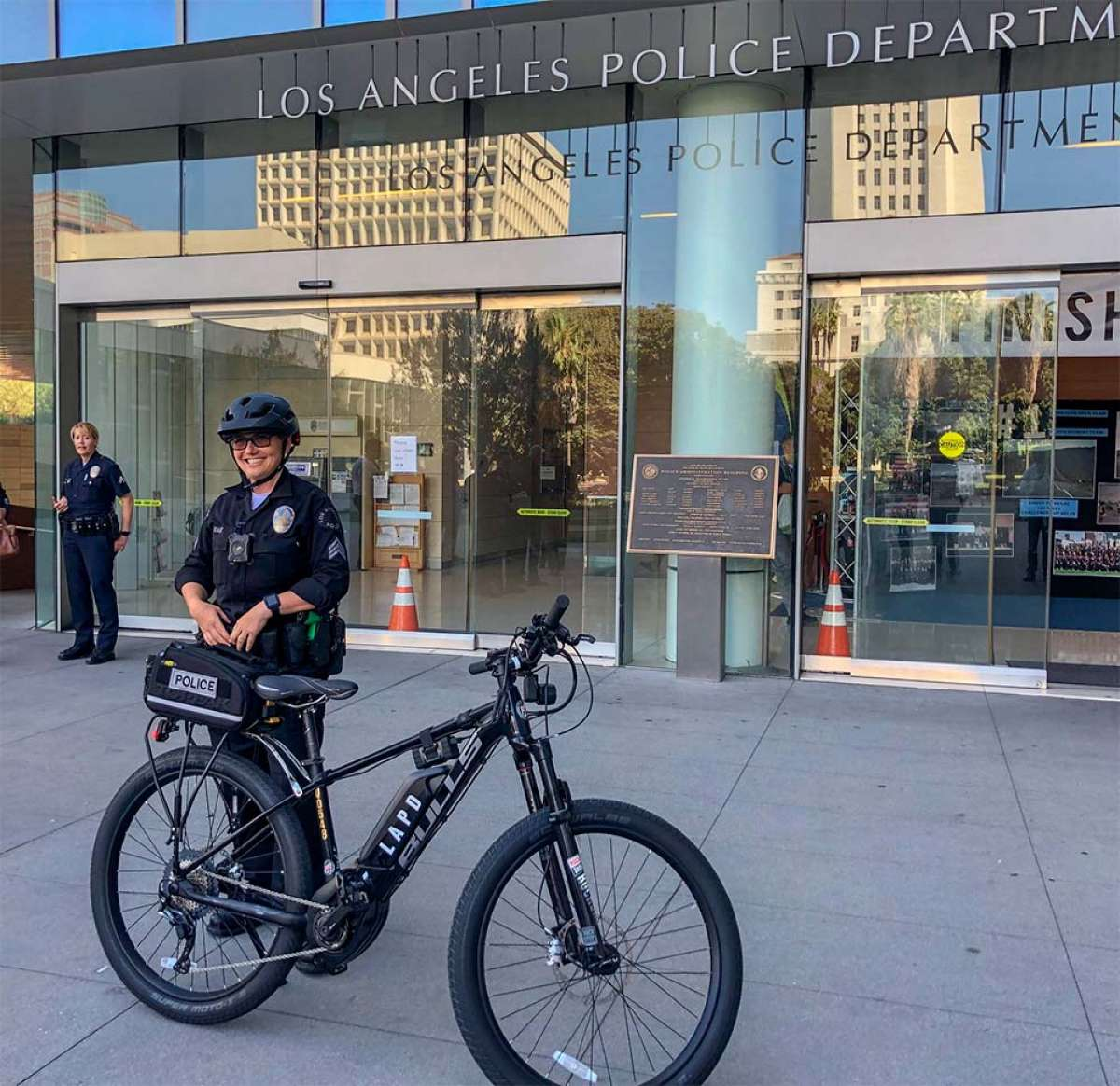 El Departamento de Policía de Los Ángeles (LAPD) estrena una flota de 20 bicicletas eléctricas de Bulls