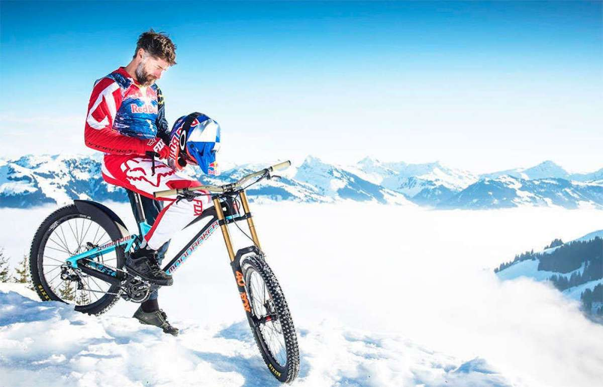 Rodando por la mítica pista alpina de esquí de Hahnenkamm con Max Stöckl