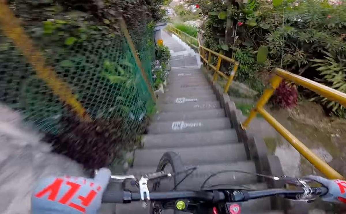 El descenso de Rémy Métailler en el Downhill Challenge Medellín 2018