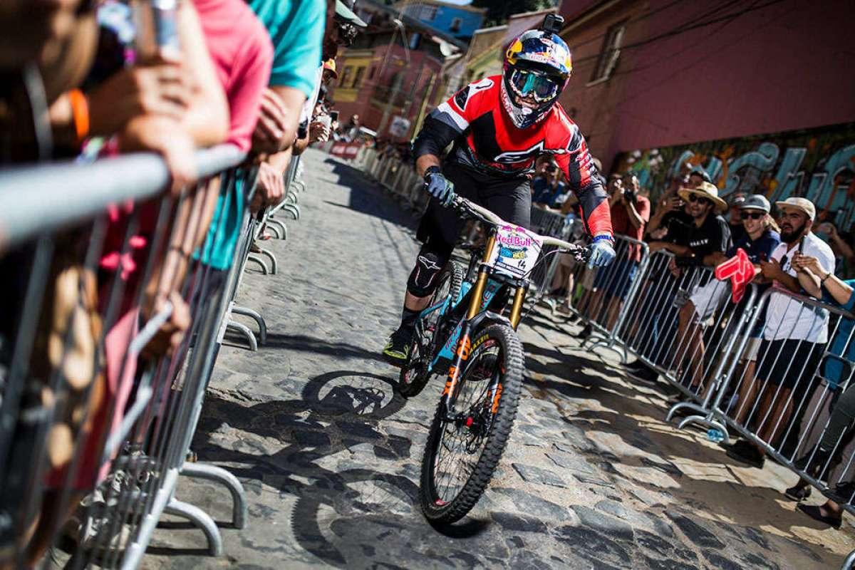 Los descensos de Johannes Fischbach y Brook MacDonald en el Red Bull Valparaíso Cerro Abajo 2018
