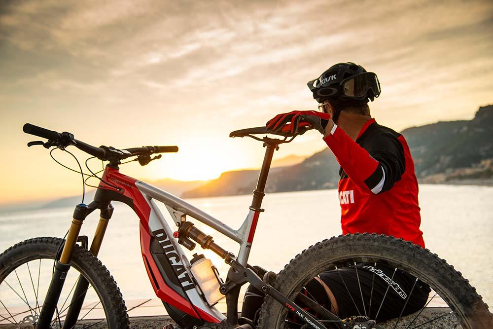 En TodoMountainBike: Ducati se estrena en el mundo de las bicicletas eléctricas con la MIG-RR, una agresiva e-MTB de Enduro