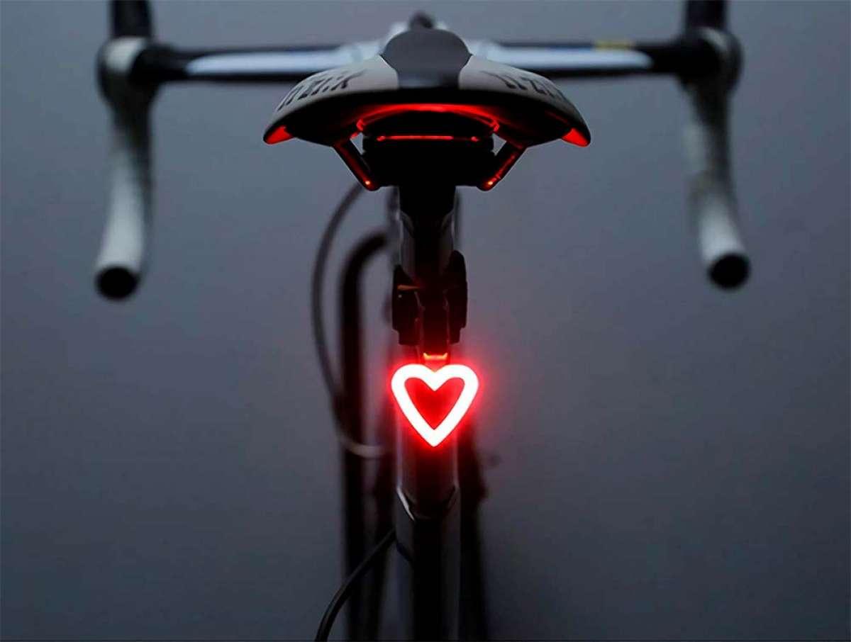 FreeMaster, una luz LED trasera con forma de corazón para los ciclistas más románticos