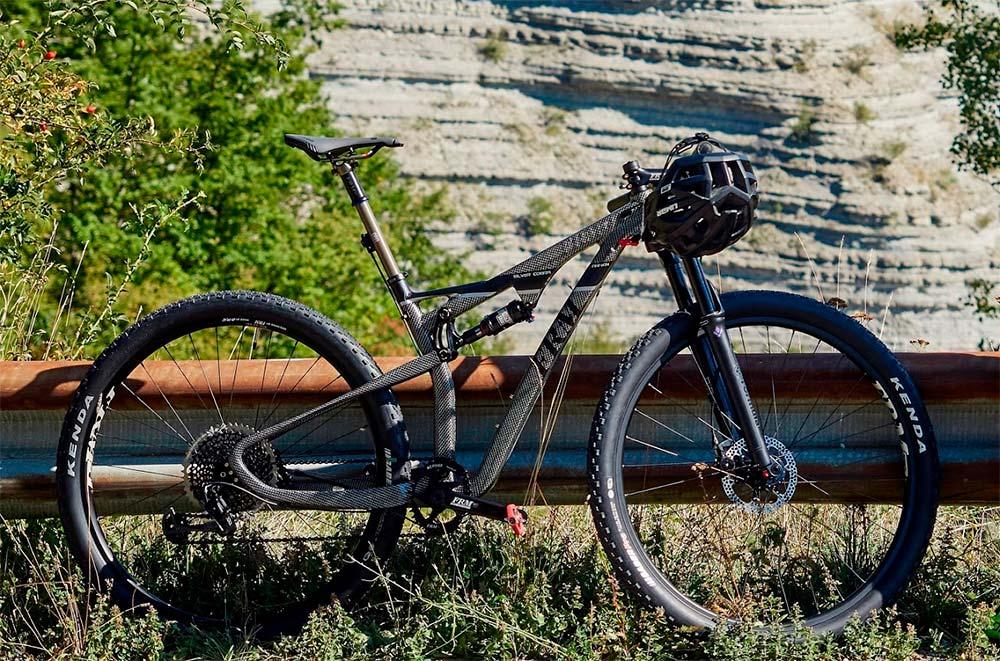 En TodoMountainBike: FRM Bike presenta la Anakin Cape Cobra Silver Limited Edition, con cuadro de carbono acabado en plata