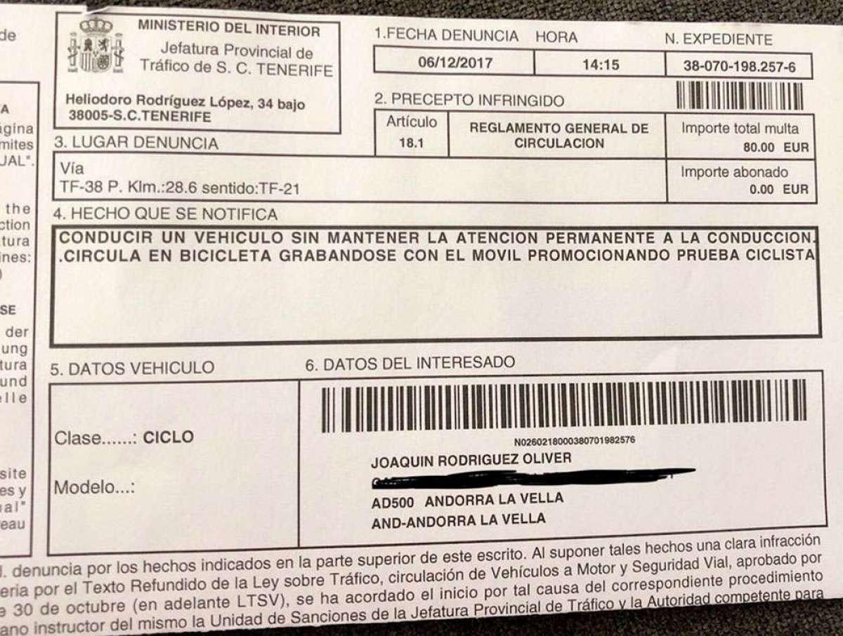 Joaquim 'Purito' Rodríguez, multado por ir en bicicleta grabándose con el móvil