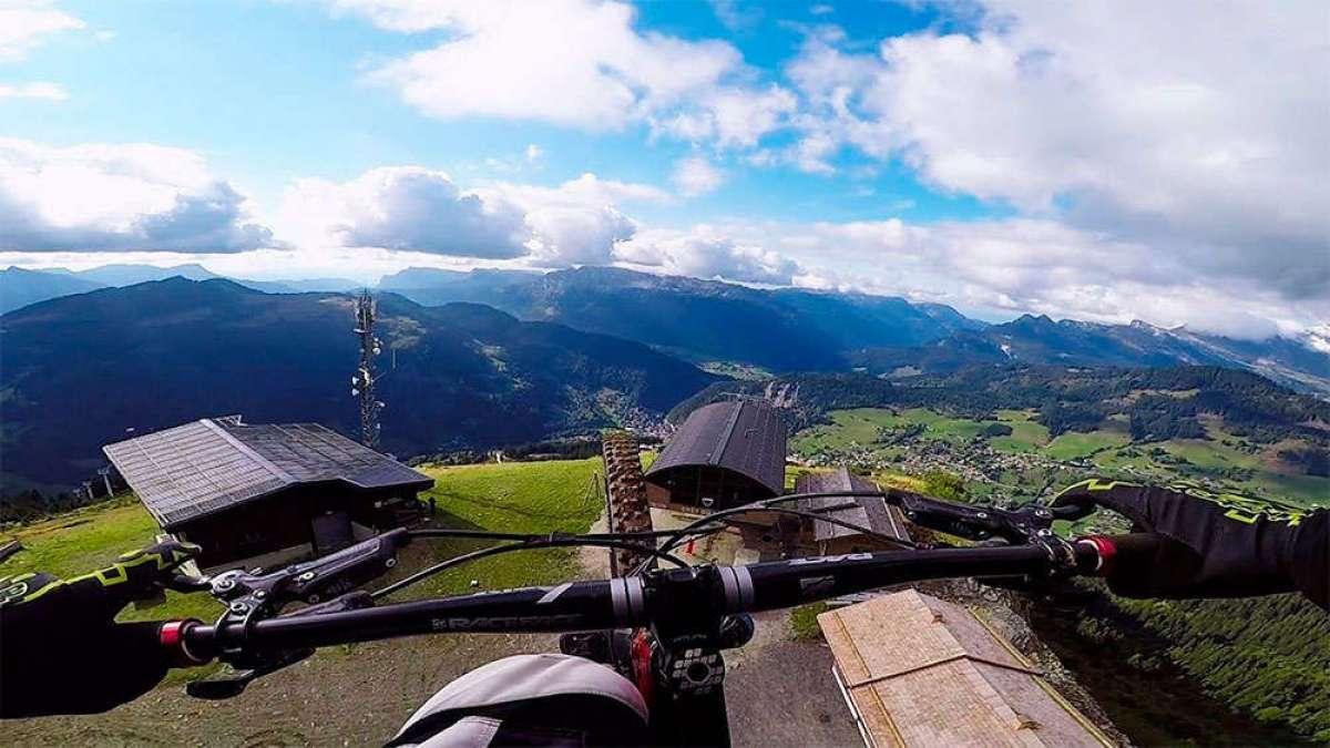 ¿Es posible combinar Mountain Bike y Parapente? Kilian Bron y Eliot Nochez lo hacen así