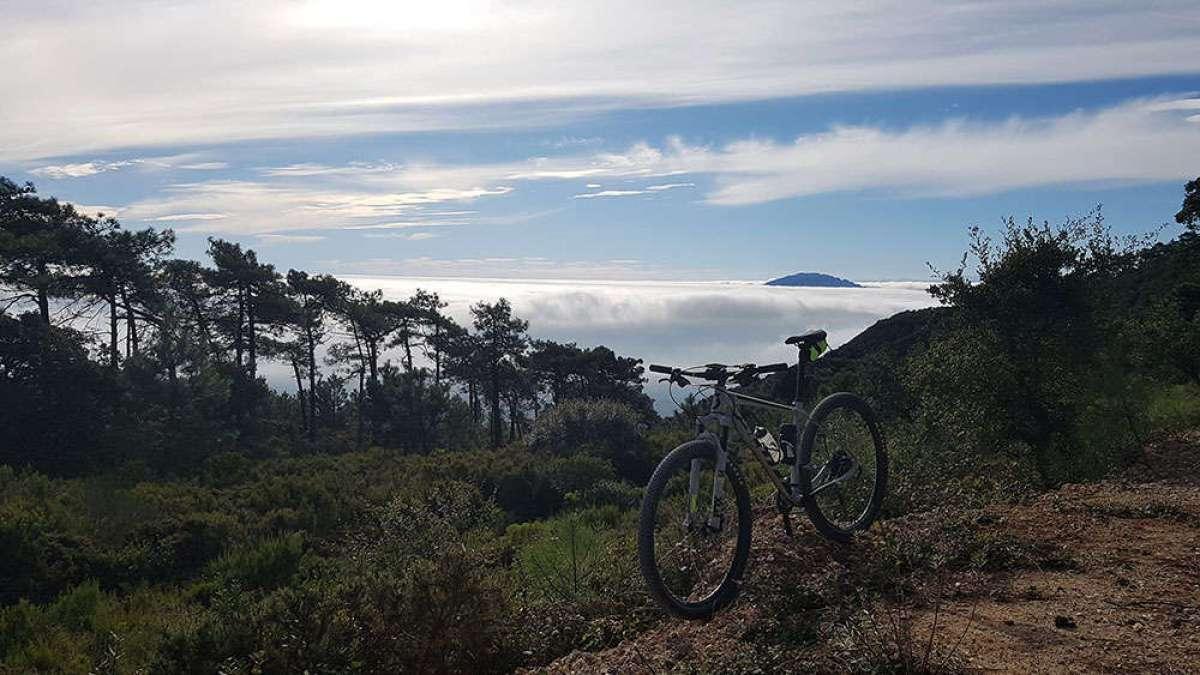 """La foto del día en TodoMountainBike: """"África entre las nubes"""""""