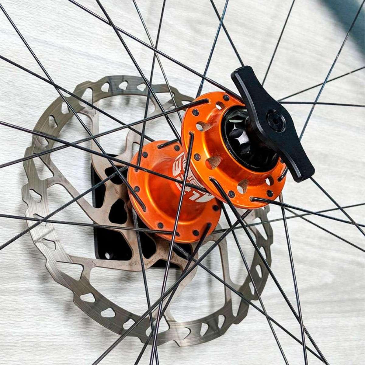 Lindarets Thru Axle Wheel Mount, un soporte para presumir de ruedas en las paredes de casa
