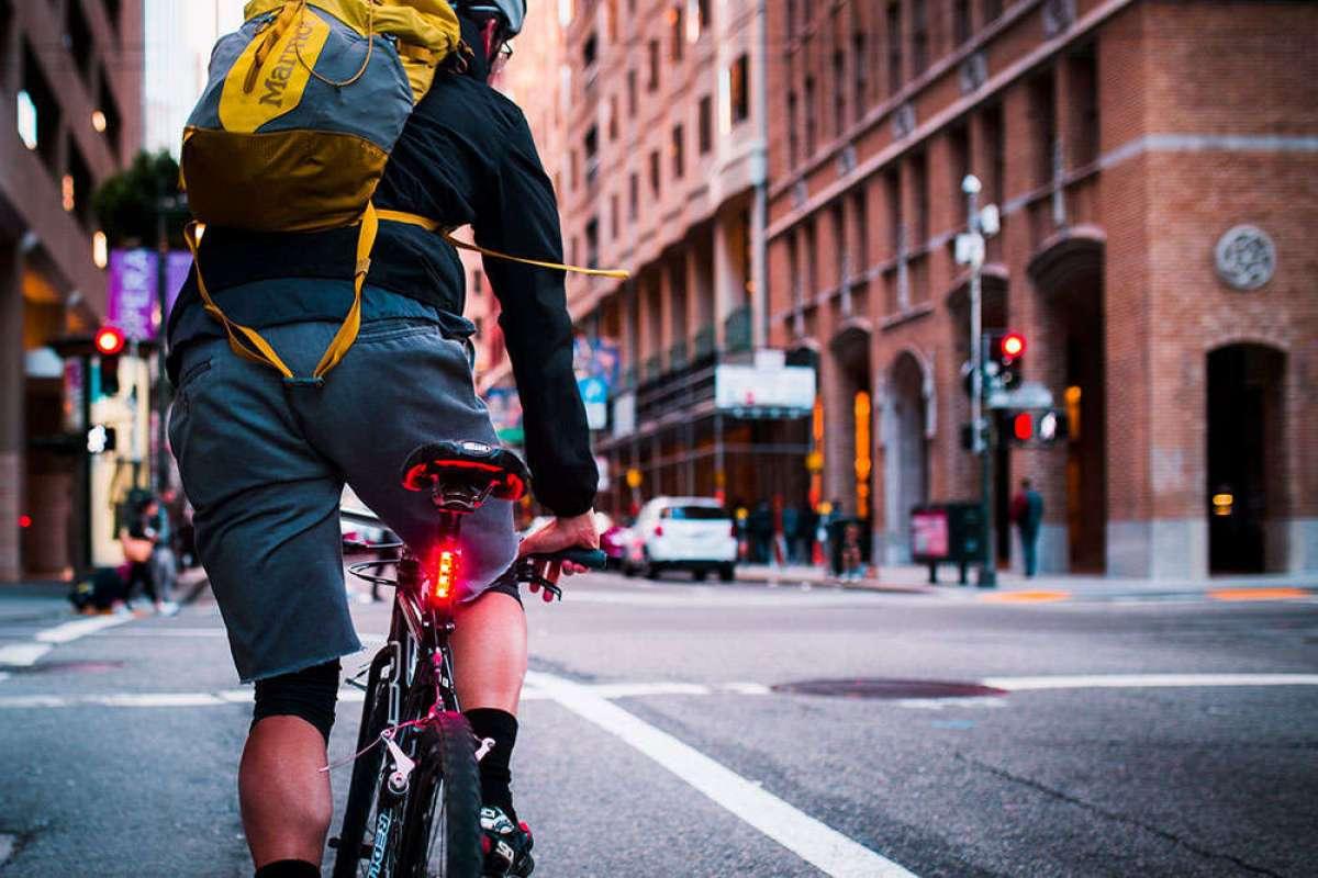 Lucnt SRL1, un foco trasero para bicicletas con funciones inteligentes completamente autónomas