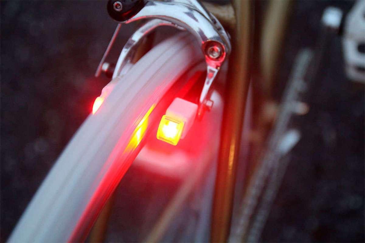 En TodoMountainBike: Magnic Microlights, unas zapatas de freno con luces (inteligentes) de autonomía infinita