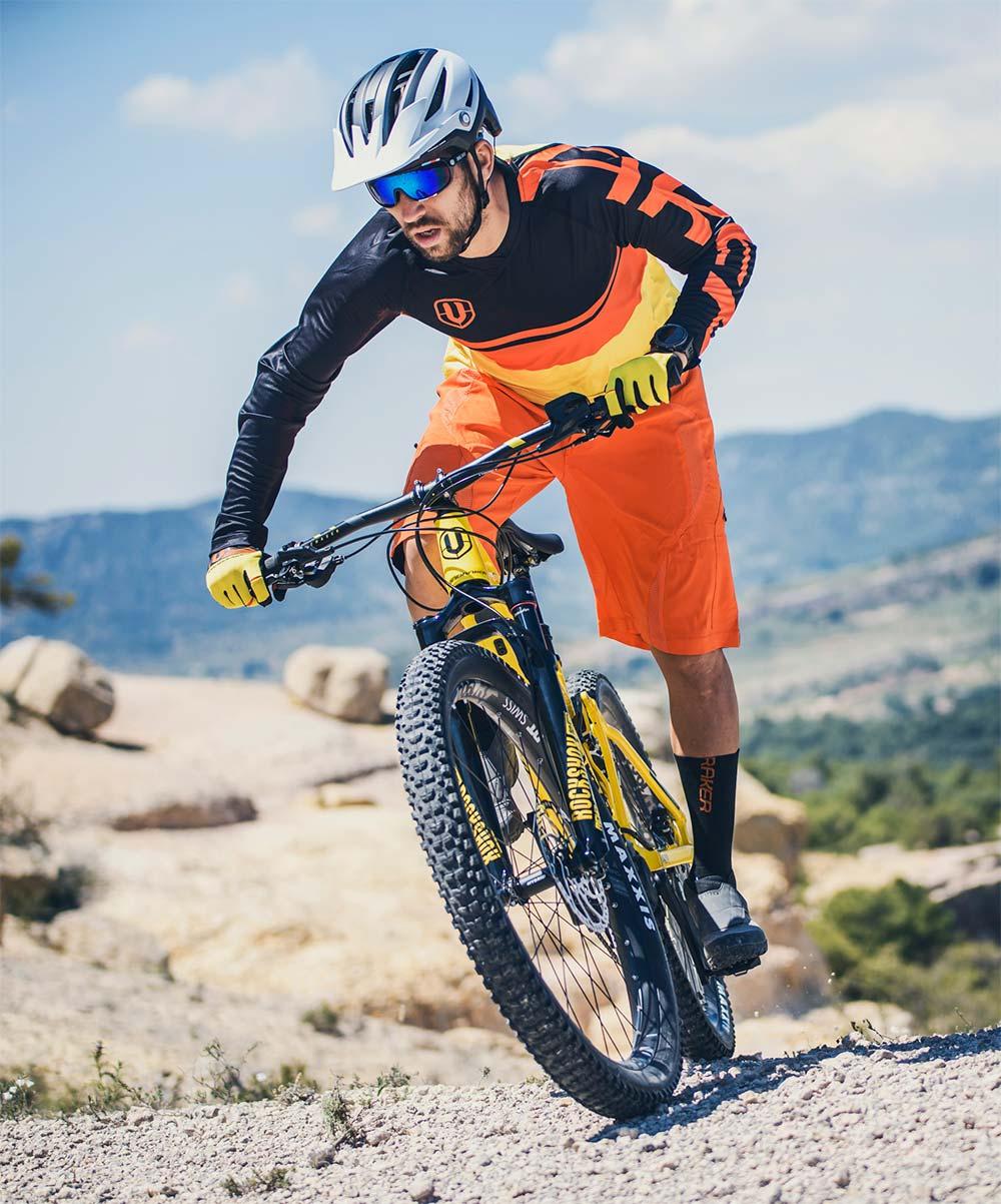 Mondraker presenta sus primeras gafas para ciclistas, fabricadas en colaboración con Skull Rider