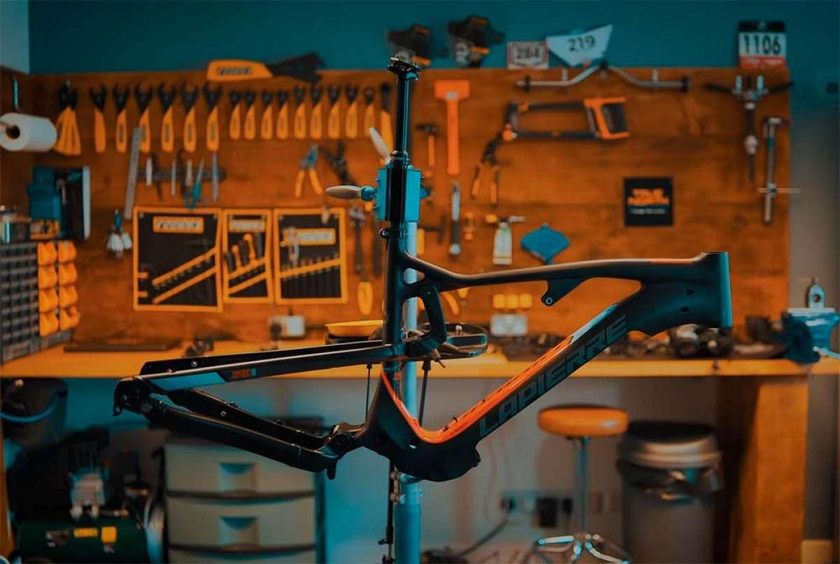 Para amantes de la mecánica: el montaje completo de una Lapierre Overvolt AM 800i