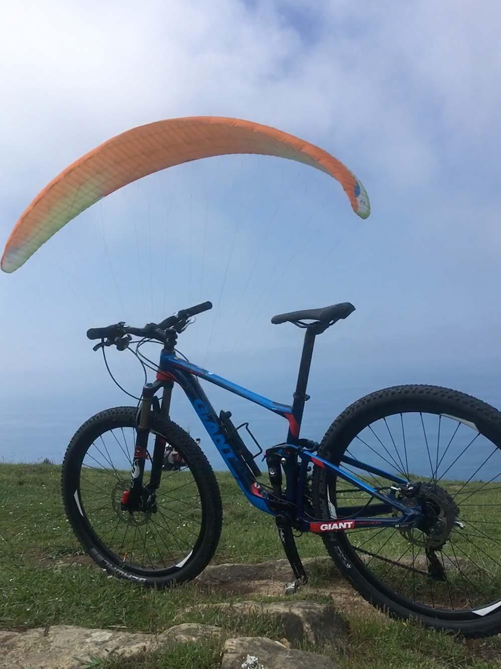 """La foto del día en TodoMountainBike: """"Un vuelo a pedales"""""""