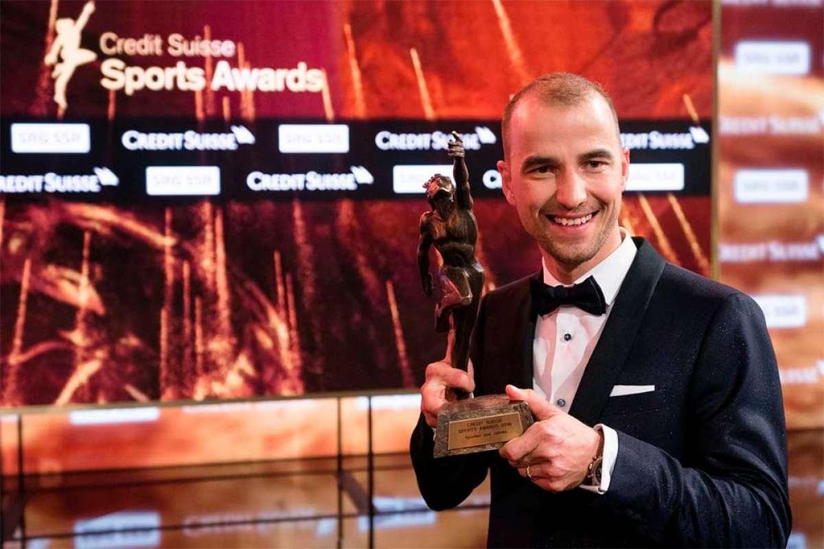 Nino Schurter recibe el premio al Mejor Deportista Suizo del Año tras una década nominado