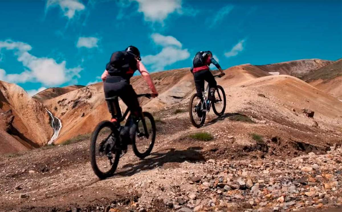 Explorando Islandia a golpe de pedal con Manon Carpenter y Monet Adams