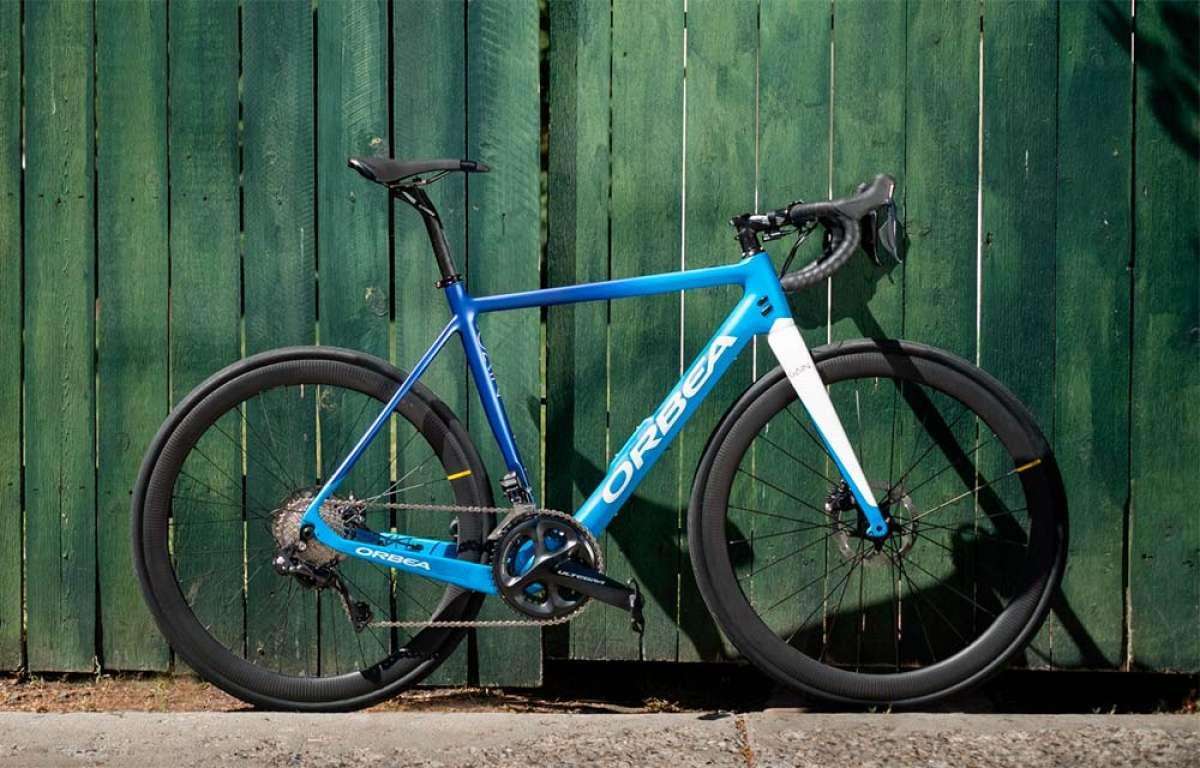 La Orbea Gain se viste de carbono para convertirse en una bicicleta eléctrica de carretera de solo 11.3 kilos de peso